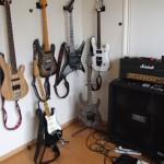 ギター増えました。