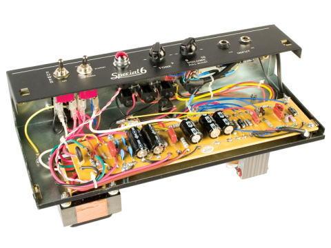 VHT Special 6 Comboはハンドワイヤード。